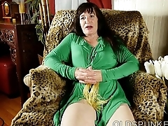 Lovely patriarch lady fucks her soaking wet pussy for you