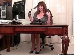 American milfs Shelby and Tracy stripping off onwards office