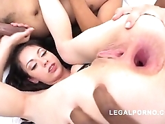 Arwen Gold farts at near Anal