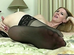 American milfs Lacy plus Artemisia need to rub one out