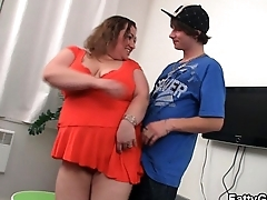 Fat girl seduces skinny cadger