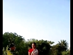 desi village bhabhi saree lift pussy pretence with public