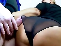 Mature slut having big squirting orgams by getting fucked in the ass