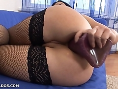 Russian beauty gaping their way tiny asshole to brutal dildos
